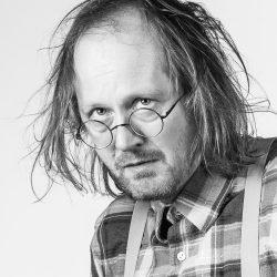 Michal Bumbálek v roli Howieho